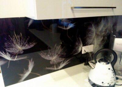 panele-szklane-z-motywem-kwiatowym