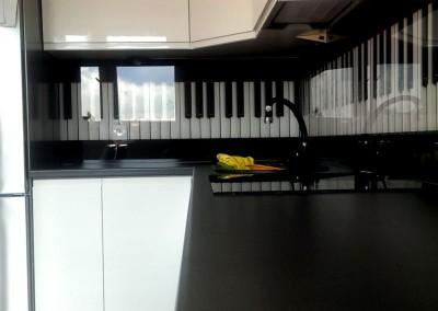 szklane-panele-do-kuchni-z-grafika