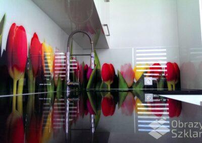 szklany-motyw-kwiatowy-na-panelu-szklanym