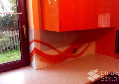 szklo-z-grafika-abstrakcja-do-kuchni